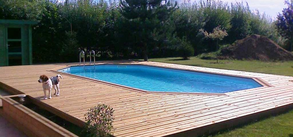 Terrasse en bois exotique et piscine réalisé par Wood Conception à Tilloy-lez-Marchiennes proche de Arras, Lille dans le Nord de la France et Belgique