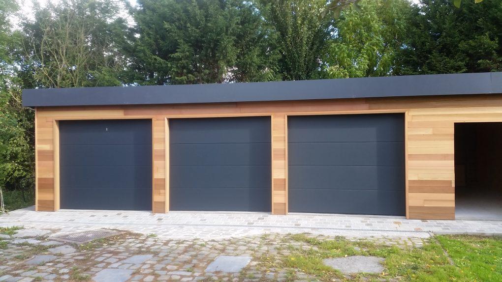 Garage porte sectionnelle bois Wood Conception abris voiture